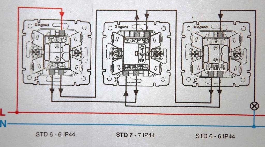 Схема двухклавишный проходной переключатель легранд схема подключения